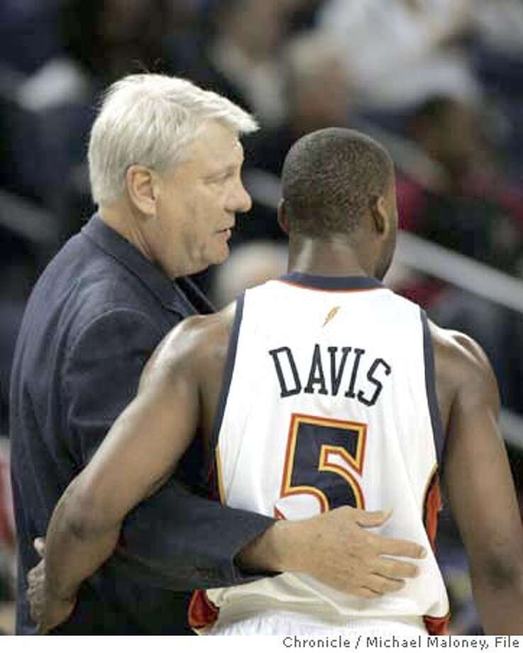 Head coach Don Nelson talks to Warriors Baron Davis (5) in the 1st half.  Golden State Warriors vs Toronto Raptors at Oracle Arena.  Photo by Michael Maloney / San Francisco Chronicle on 11/14/06 in Oakland,CA *** MANDATORY CREDIT FOR PHOTOG AND SF CHRONICLE/ -MAGS OUT Photo: Michael Maloney