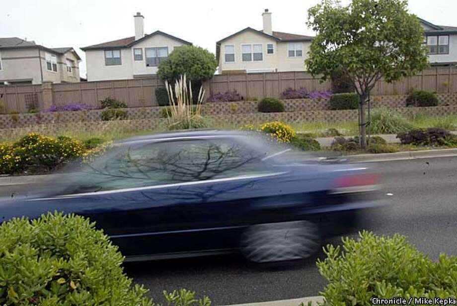 California Heritage Bay in Alameda is one of many subdivisions with built in sound walls to help muffle traffic from busy nearby streets. BY MIKE KEPKA/THE CHRONICLE Photo: MIKE KEPKA