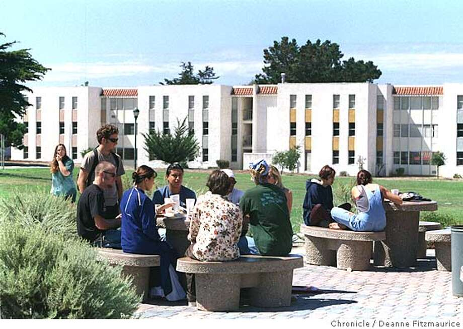 CSUMB2/C/09SEP97/MN/DF - Fort Ord has been turned into a the new California State University at Monterey Bay. Barracks in distance have been refurbished into dorms. Students sit outside at lunchtime in the main quad. CHRONICLE PHOTO BY DEANNE FITZMAURICE