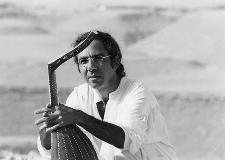 "Yair Dalal's songs, which he plays on the oud as well as the violin, capture ""the continuity of Babylonian Judeo-Arabic music."""