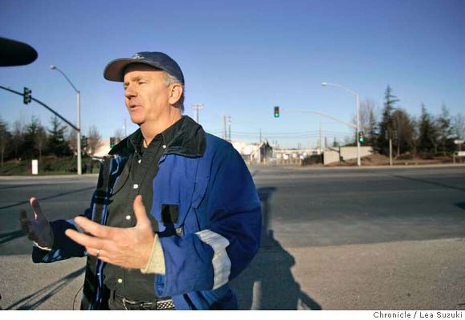 Hazardous materials specialist Eric Jonsson speaks to the media about the early morning fire at the Chevron Refinery Monday, Jan. 15, 2007, in Richmond, Calif, burning one employee and sending flames as high as 50 feet into the air prompting an order for residents to stay indoors, authorities said. (AP Photo/Lea Suzuki) ** MAGS OUT MANDATORY CREDIT** Photo: Lea Suzuki