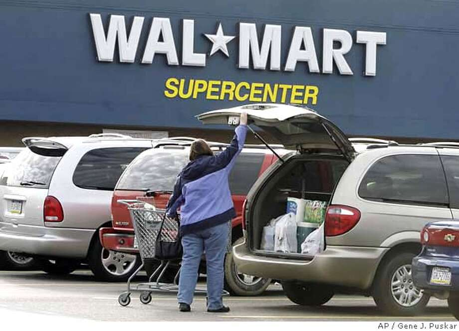 A shopper at a Walmart in North Fayette, Pa., loads her purchases into her car on Thursday Jan 4, 2007. Wal-Mart Stores Inc. posted better-than-expected results for December following a dismal November, but the discounter's overall holiday season was the worst on record, analysts said. (AP Photo/Gene J. Puskar) Photo: Gene J. Puskar