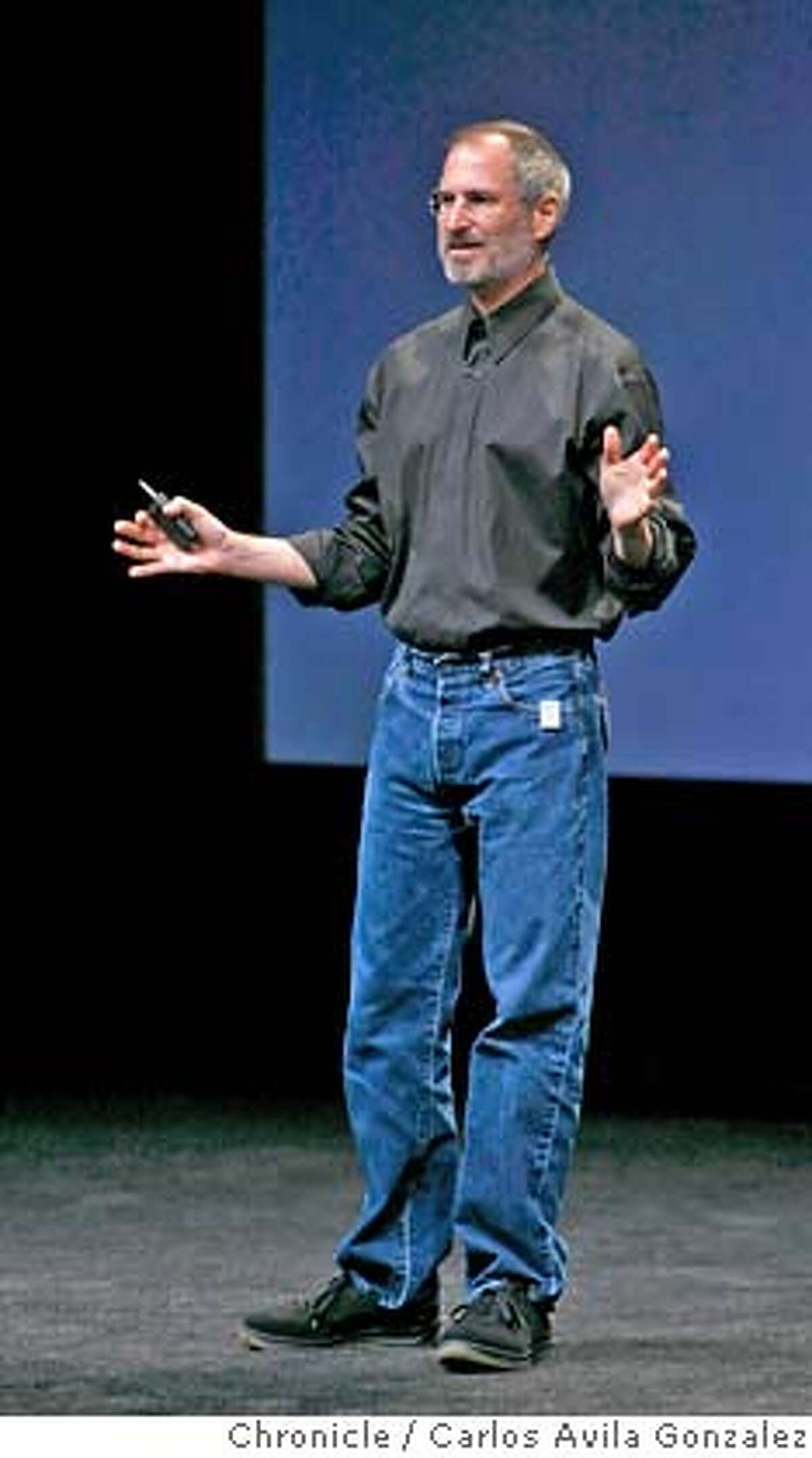 APPLE13_010_CAG.JPG Steve Jobs speaks to the audience wearing one of the new iPod Shuffles on his pants pocket. Apple unveils its latest iPod and iTunes upgrades and devices at a special event Tuesday, September 12, 2006, in San Francisco, Ca. Photo by Carlos Avila Gonzalez/The San Francisco Chronicle Photo taken on 9/12/06, in San Francisco, CA, USA **All names cq (source) Ran on: 10-05-2006 Ran on: 10-05-2006 MANDATORY CREDIT FOR PHOTOG AND SAN FRANCISCO CHRONICLE/ -MAGS OUT