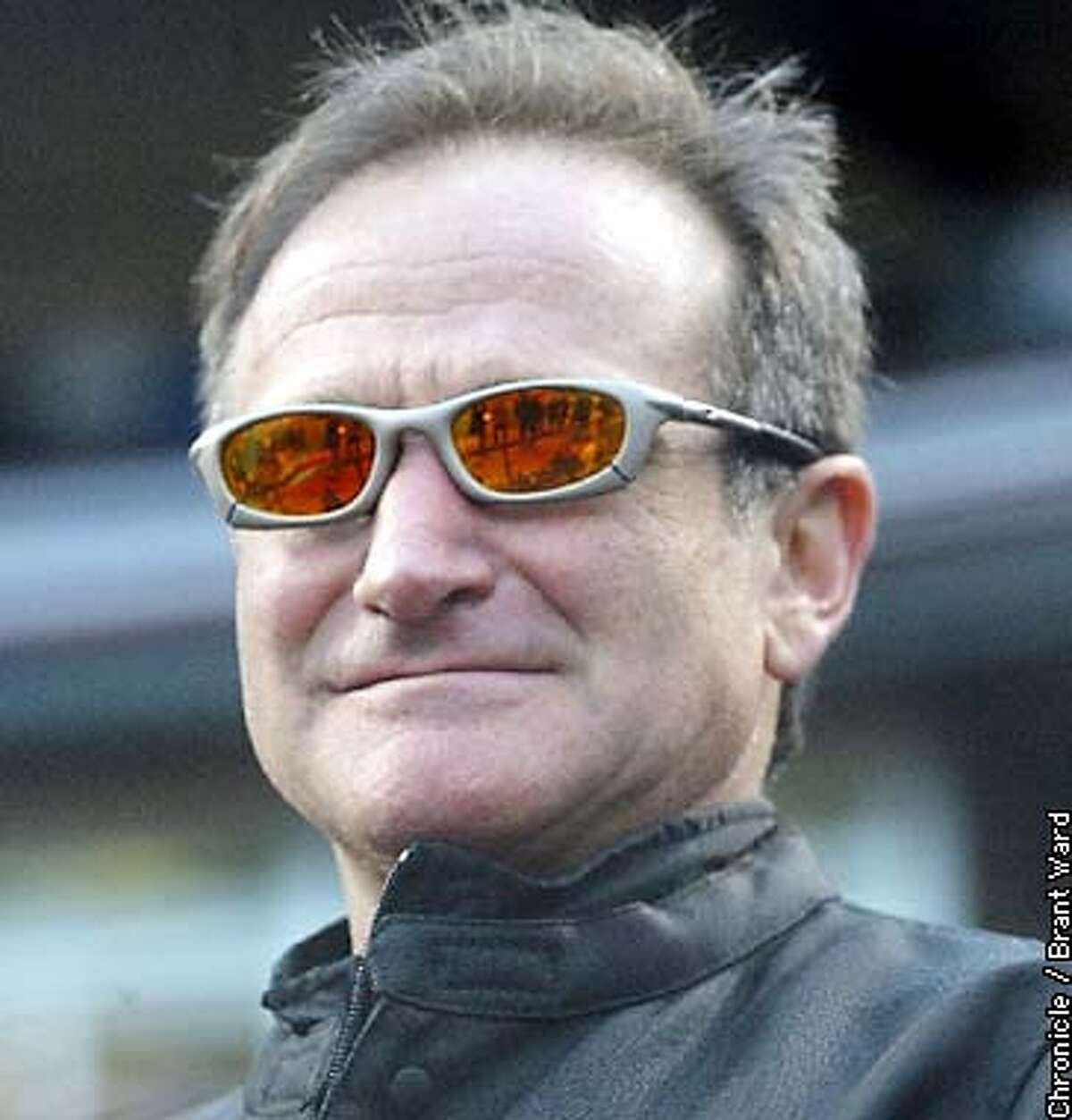 .jpg---Superstar Robin Williams attends Game 3. The San Francisco Giants play the Anaheim Angels in Game 3 of the World Series at Pac Bell Park in San Francisco, Ca., October 22, 2002. Brant Ward/San Francisco Chronicle