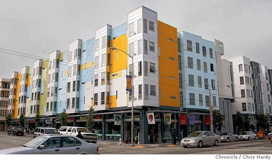 place30_ch_003.jpg  Condos at 8th and Howard with market at ground level  in San Francisco  6/27/05 Chris Hardy / San Francisco Chronicle Photo: Chris Hardy