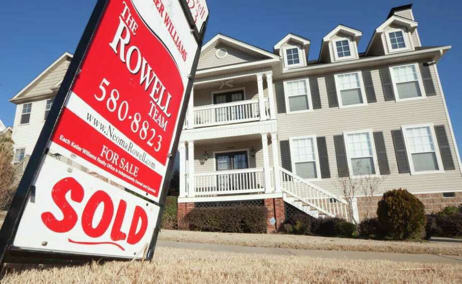 Searches fall off in September, October, November, none of which is the top month for real estate searchers in any state. Photo: Danny Johnston / AP