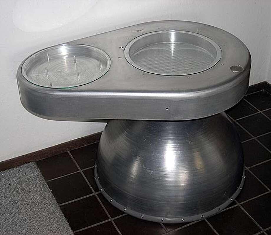 John Baer's Metal Art. Orbit End table Ran on: 06-29-2005 Ran on: 06-29-2005