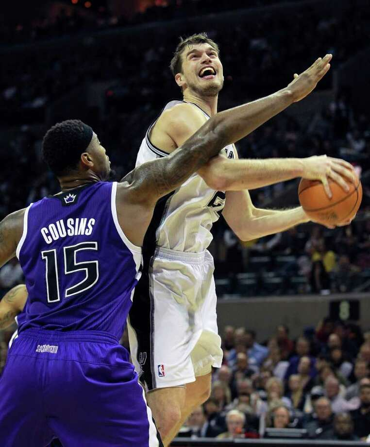 Tiago Splitter, getting fouled by the Kings' DeMarcus Cousins in the second half, helped the Spurs nearly pull off a comeback Friday. Photo: TOM REEL, Express-News / © 2012 San Antonio Express-News  MAGS OUT; TV OUT; NO SALES; SAN ANTONIO OUT; AP MEMBERS ONLY; MANDATORY CREDIT; EFE OUT