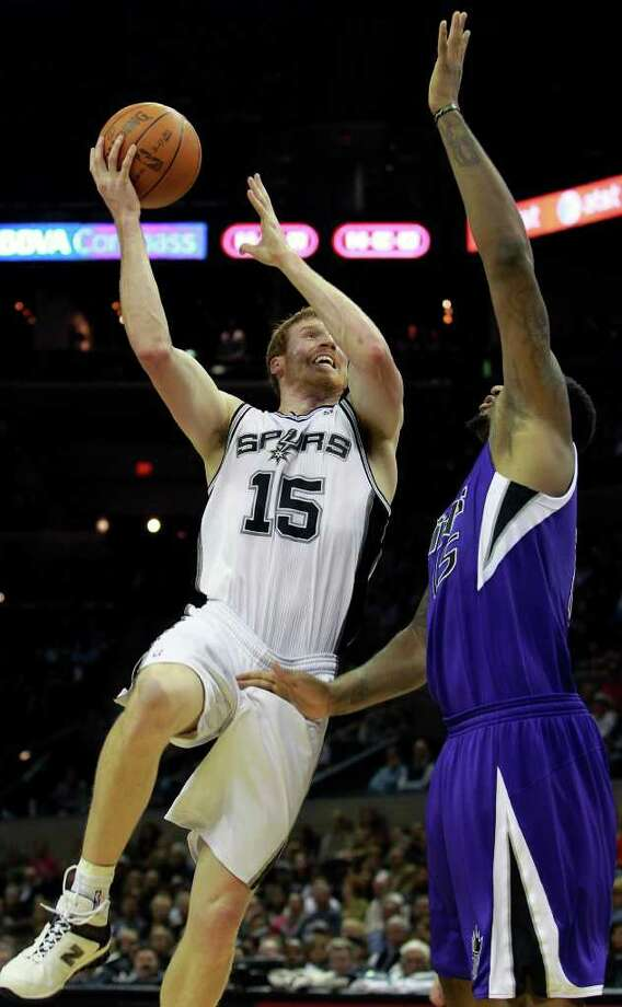 Matt Bonner hooks in a shot against DeMarcus Cousins as the Spurs play Sacramento at the AT&T Center in San Antonio on January 20, 2012 Tom Reel/ San Antonio Express-News Photo: TOM REEL, Express-News / © 2012 San Antonio Express-News  MAGS OUT; TV OUT; NO SALES; SAN ANTONIO OUT; AP MEMBERS ONLY; MANDATORY CREDIT; EFE OUT