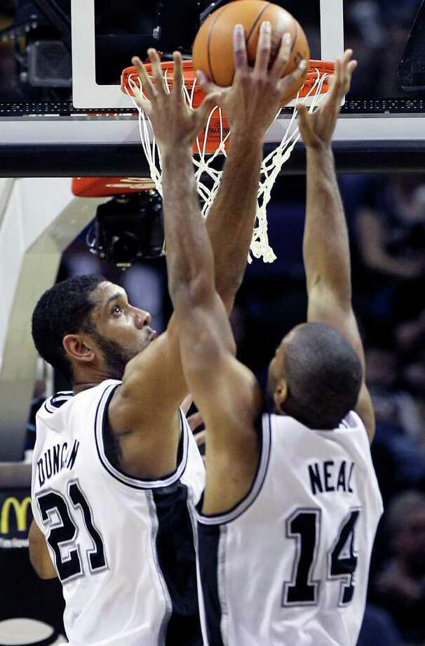 Tim Duncan pulls down a defensive rebound as the Spurs play Sacramento at the AT&T Center in San Antonio on January 20, 2012 Tom Reel/ San Antonio Express-News Photo: TOM REEL, Express-News / © 2012 San Antonio Express-News  MAGS OUT; TV OUT; NO SALES; SAN ANTONIO OUT; AP MEMBERS ONLY; MANDATORY CREDIT; EFE OUT