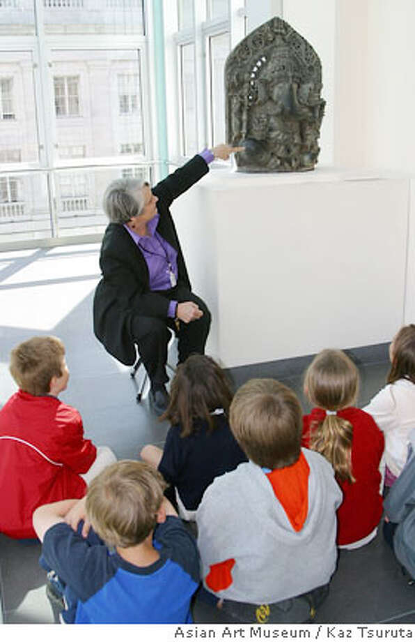 Carol Thurston tells a story in front of a statue of Ganesh at the Asian Art Museum.  Credit: Kaz Tsuruta/Asian Art Museum Photo: Kaz Tsuruta/Asian Art Museum