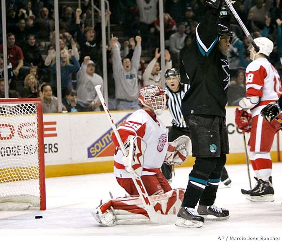 San Jose Sharks right wing Mike Grier, right, celebrates as a shot from Christian Ehrhoff, not pictured, gets past Detroit Red Wings goalie Dominik Hasek, left, of the Czech Republic in the second period of a NHL hockey game in San Jose, Calif., Thursday, Jan. 4, 2007.(AP Photo/Marcio Jose Sanchez) EFE OUT Photo: Marcio Jose Sanchez