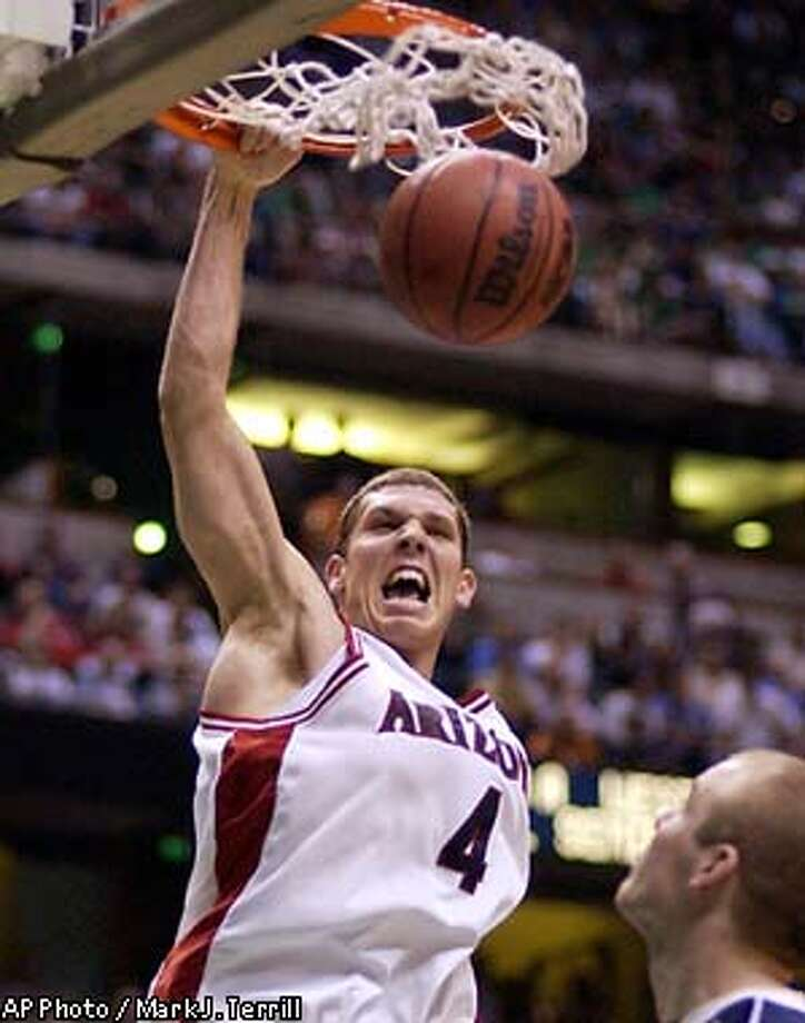 Arizona's Luke Walton dunks during the second half of their NCAA West Regional semifinal game against Notre Dame Thursday, March 27, 2003, in Anaheim, Calif. (AP Photo/Mark J. Terrill) Photo: MARK J. TERRILL