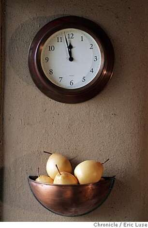"strawbale_181_el.JPG  Next to the kitchen sink not quite in view is a clock and pear holder. Heidi Porch lives in a straw bale house in Kenwood, Sonoma. Photograph house and her. there's a ""truth"" window in the house--you might get that. time is flexible, but I thought the photographer would like early morning light. Event on 6/8/05 in Kenwood. Eric Luse / The Chronicle Photo: Eric Luse"