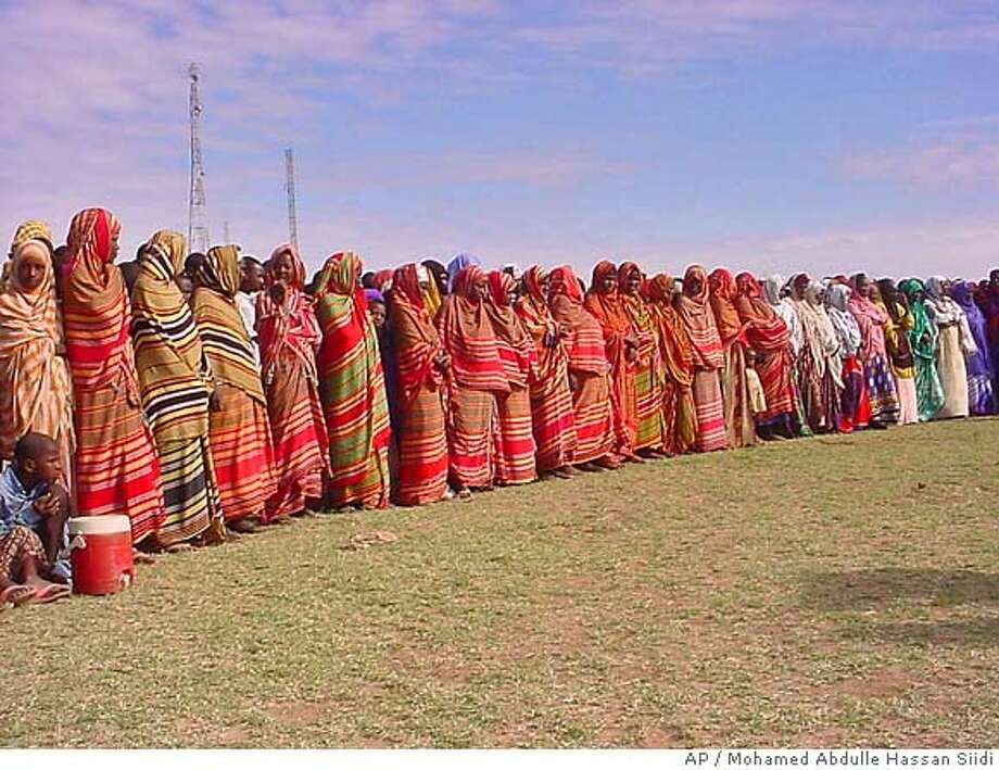 """Somali women in colorful dress come out to support the Transitional Federal Government, in Jowhar, 90 kilometers (144 miles) north of Mogadishu, Monday, Jan. 1, 2007. Somalia's prime minister, Ali Mohamed Gedi, on Monday ordered all Somalis to hand over their weapons within three days. """"If they fail to heed the orders of the government, the government will forcefully extract weapons from them,"""" Ali Mohamed Gedi said. (AP Photo/Mohamed Abdulle Hassan Siidi) Photo: MOHAMED ABDULLE HASSAN SIIDI"""