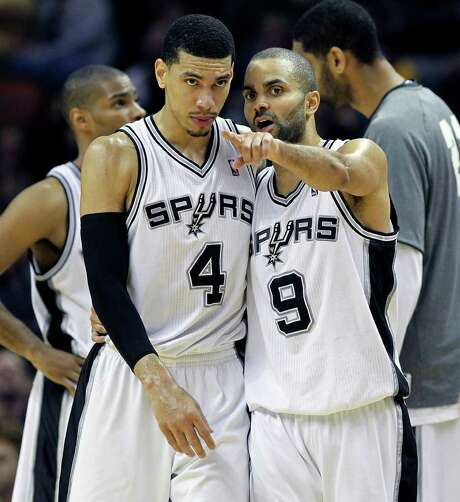 Veteran guard Tony Parker instructs 24-year-old swingman Danny Green during Friday's loss to the Kings. Photo: TOM REEL, Express-News / © 2012 San Antonio Express-News  MAGS OUT; TV OUT; NO SALES; SAN ANTONIO OUT; AP MEMBERS ONLY; MANDATORY CREDIT; EFE OUT