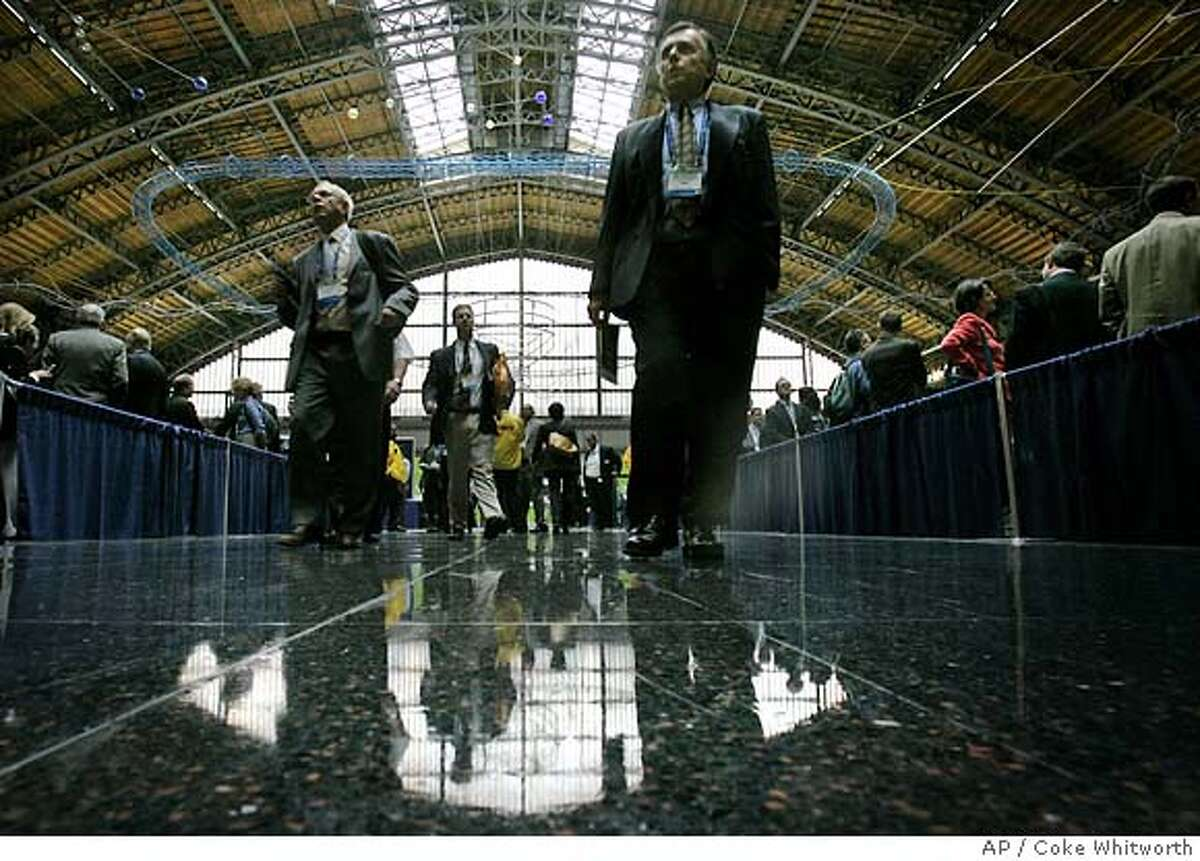 Attendees at the 2005 Biotechnology Industry Organization's trade show in Philadelphia make their way through the Pennsylvania Convention Center, Monday, June 20, 2005. Thousands of industry executives and scientists from around the globe attended the organization's annual trade show.(AP Photo/Coke Whitworth)