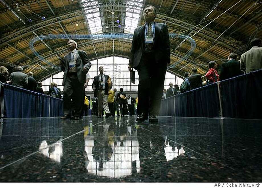 Attendees at the 2005 Biotechnology Industry Organization's trade show in Philadelphia make their way through the Pennsylvania Convention Center, Monday, June 20, 2005. Thousands of industry executives and scientists from around the globe attended the organization's annual trade show.(AP Photo/Coke Whitworth) Photo: COKE WHITWORTH
