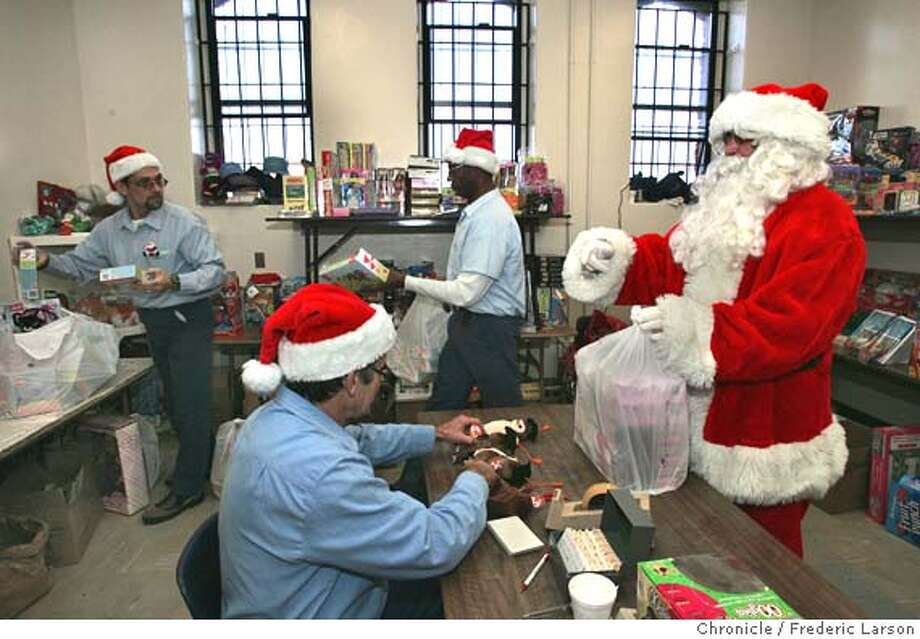 Christmas In Prison.Christmas Spirit Warms San Quentin Inmates Play Santa And