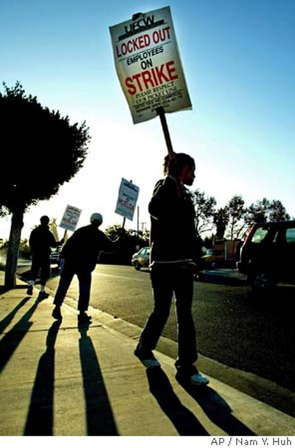 A group of clerks form a picket line outside a Ralphs grocery store Monday, Oct. 13, 2003, in Los Angeles. More than 70,000 Southern California grocery clerks went on strike late Saturday after lengthy negotiations ended between union representatives and grocery store officials. (AP Photo/ Nam Y. Huh) A group of clerks form a picket line outside a Ralphs grocery store in Los Angeles. CAT RODRIZE IS CQ Photo: NAM Y. HUH