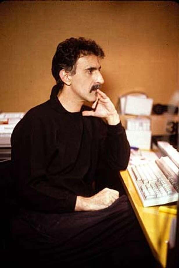 POP07a-C-04NOV02-DD-HO  Undated handout photo of Frank Zappa.  photo copyright: Eva Soltes. CAT Photo: HANDOUT