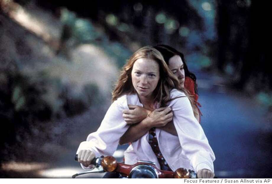 """In this photo provided by Focus Features, Natalie Press as Mona (left) and Emily Blunt as Tamsin (right) in """"My Summer of Love."""" (AP Photo/ Focus Features/Susan Allnut) Datebook#Datebook#Chronicle#6/17/2005#ALL#5star##0423018978 Photo: SUSAN ALLNUT"""