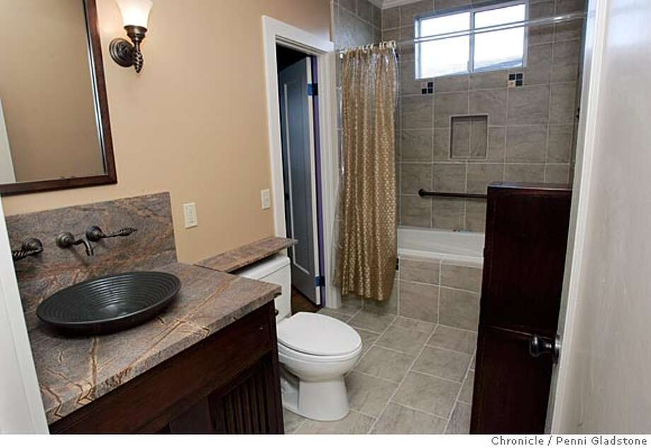 Big style in small baths space saving ideas decorative - Bathroom ideas photo gallery small spaces ...