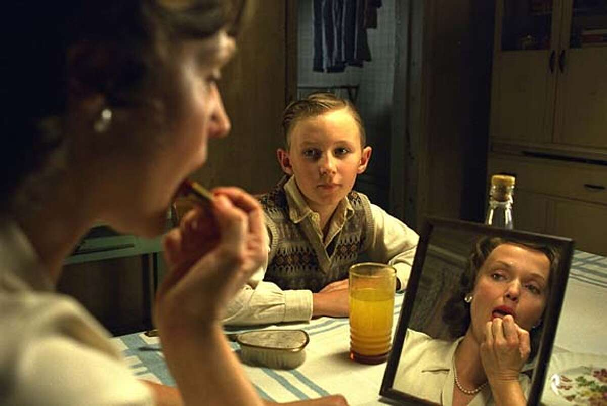 THIS IS A HANDOUT IMAGE. PLEASE VERIFY RIGHTS. (L-R) Miranda Richardson as Mrs. Cleg and Bradley Hall as a young Spider in Sony Pictures film