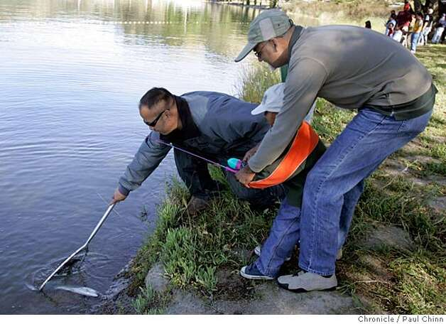 East bay fishing schools lure families sfgate for Lake del valle fishing report