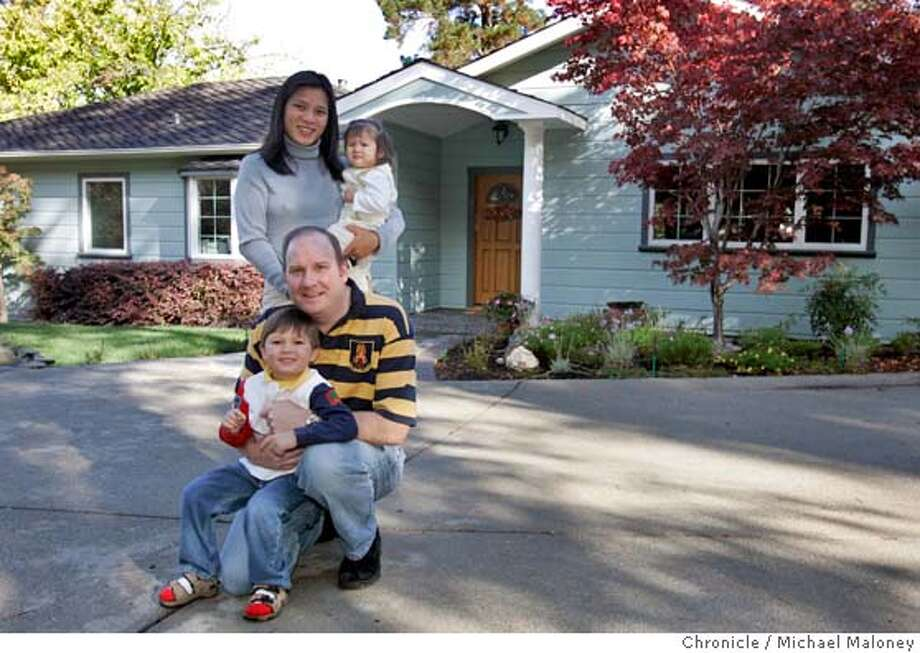 Realtv14 022 Mjm Jpg Clay And Lisa Siemsen Outside Their New Home With Kids Lucas 3