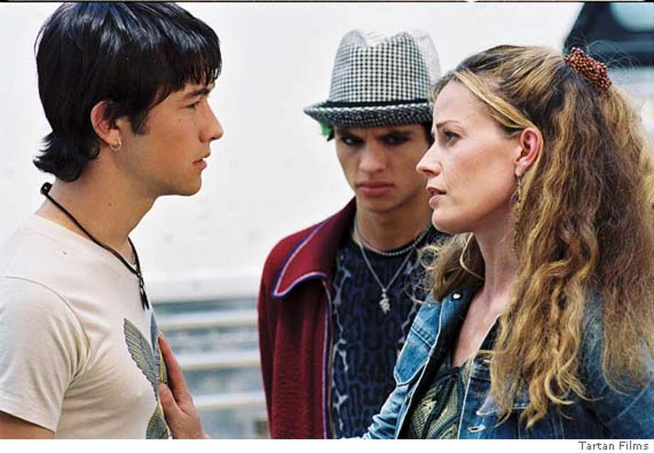 MYSTERIOUS27 Joseph Gordon-Levitt (L), Jeffery Licon (C), and Elizabeth Shue (R) in Mysterious Skin. c. Tartan Films 2005