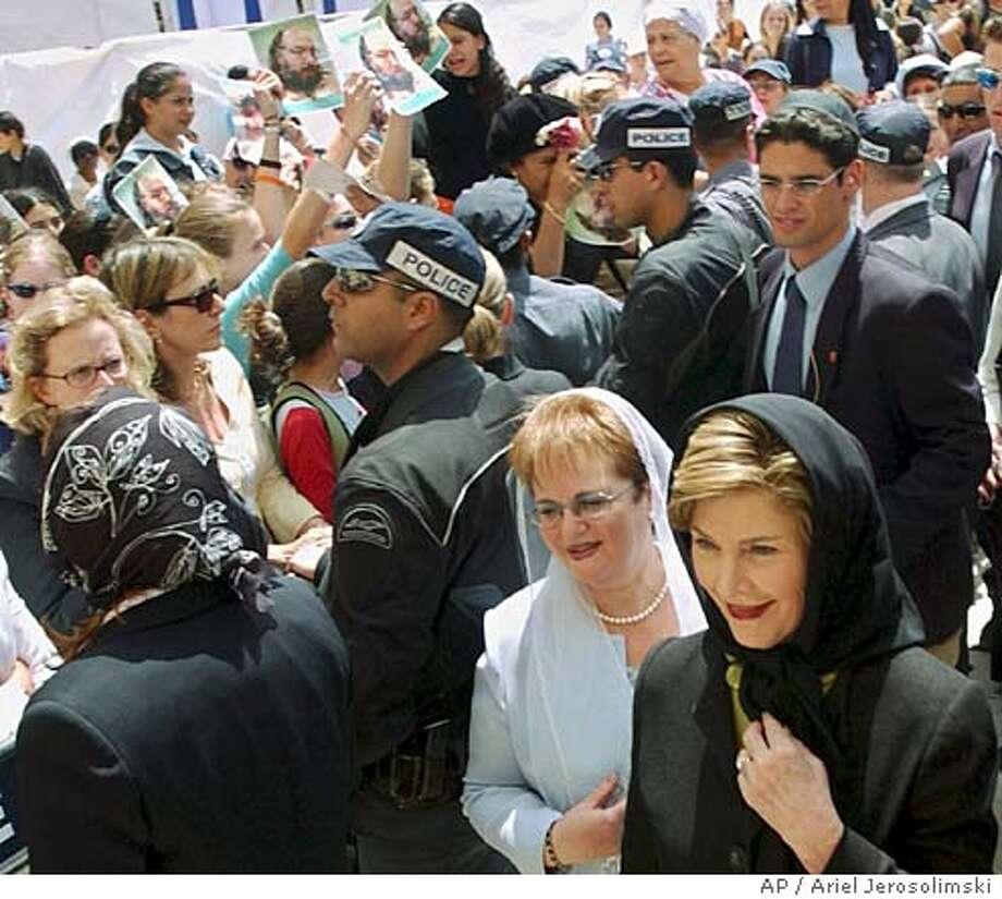 Hostile crowds greet first lady muslims israelis protest bushs alternative crop of jrl816 us first lady laura bush and gila katsav m4hsunfo