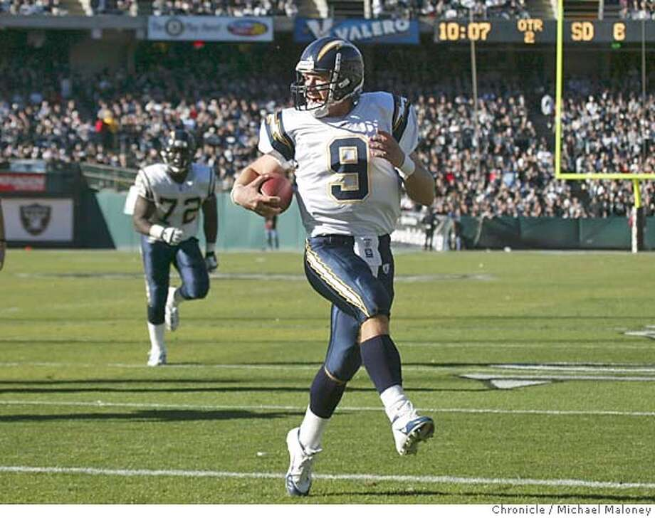 Chargers QB Drew Brees skips into the end zone all alone for a TD in the 2nd quarter.  Oakland Raiders vs. San Diego Chargers at Network Associates Coliseum in Oakland. San Diego won 23-17.  Photo by Michael Maloney / San Francisco Chronicle Photo: Michael Maloney