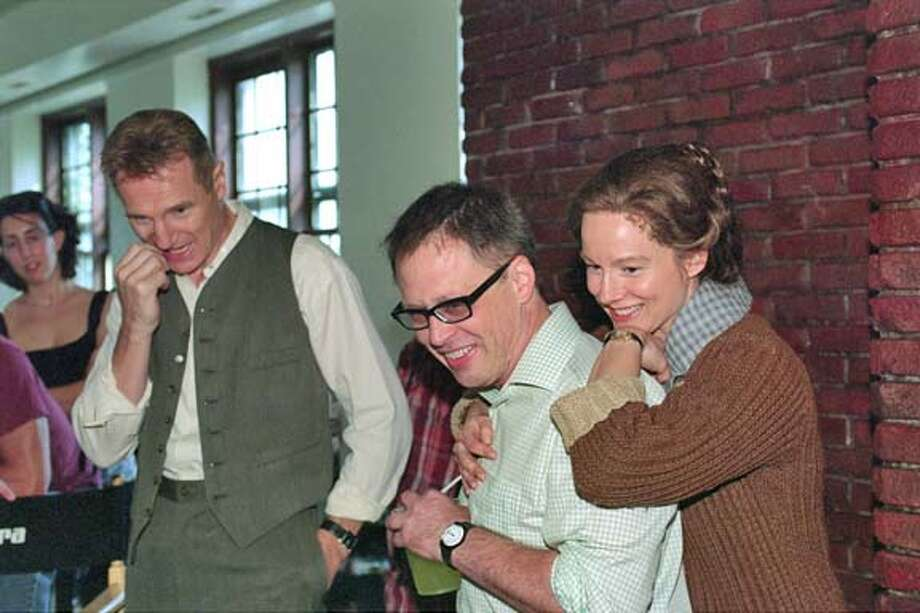 "Photo from the set of ""Kinsey"" with l-r Liam Neeson, director Bill Condon, Laura Linney. Datebook#Datebook#Chronicle#11/19/2004##Advance##0422469919"