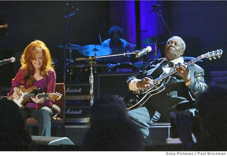 LIGHTNING19.JPG Bonnie Raitt and BB King in Lightning in a Bottle. Paul Brissman / Sony Pictures Datebook#Datebook#Chronicle#11/19/2004##Advance##0422471857 Photo: Paul Brissman