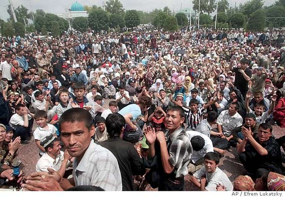 General view of a rally in downtown Andijan on Friday, May 13, 2005. Armed protesters freed inmates from a prison and clashed with police and security forces Friday as protests over a trial of Muslim businessmen exploded into unrest in an eastern Uzbek city, leaving at least nine people killed and 34 wounded. (AP Photo/ Efrem Lukatsky) Photo: EFREM LUKATSKY