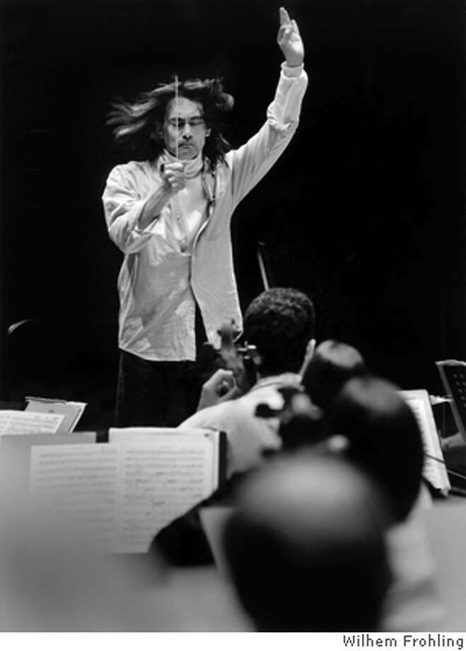 Photo of music director Kent Nagano conducting the BSO. Photo by Wilhem Frohling Photo: Wilhem Frohling
