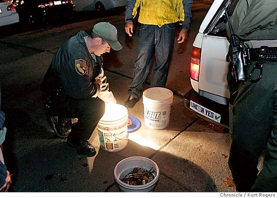 Crab poachers cornered by vigilant game wardens sfgate for Crab fishing game