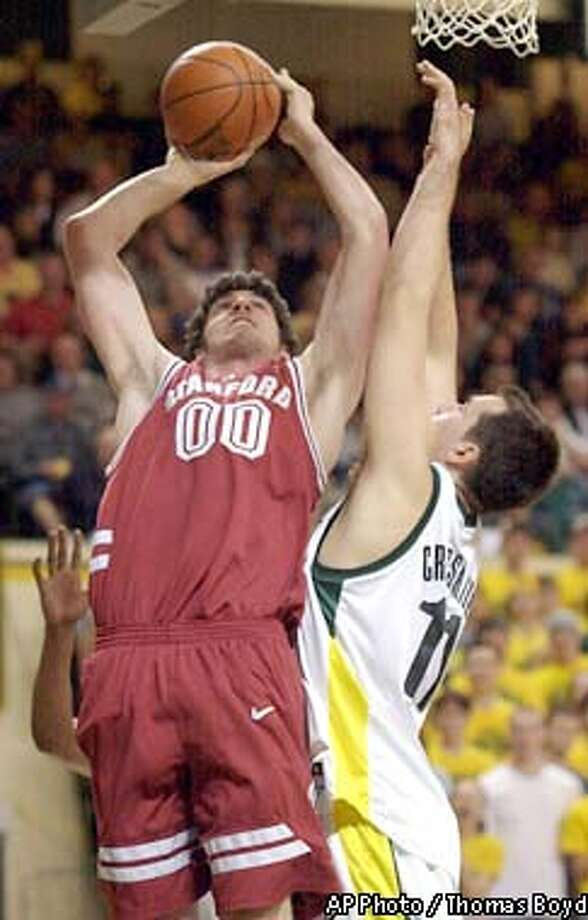 Stanford's Joe Kirchofer goes to the basket against Oregon's Ian Crosswhite at McArthur Court, Feb. 6, 2003, in Eugene, Ore. with an Oregon win at 79-64. (AP Photo / Thomas Boyd) Photo: THOMAS BOYD