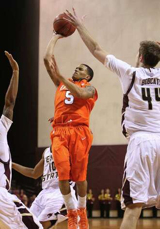UTSA's Michael Hale, III (05) attempts a shot against a trio of Texas State defenders including Nick Hinton (44) in men's basketball in San Marcos on Saturday, Jan. 21, 2012. UTSA defeated Texas State, 80-75. Kin Man Hui/San Antonio Express-News Photo: Kin Man Hui, ~ / San Antonio Express-News