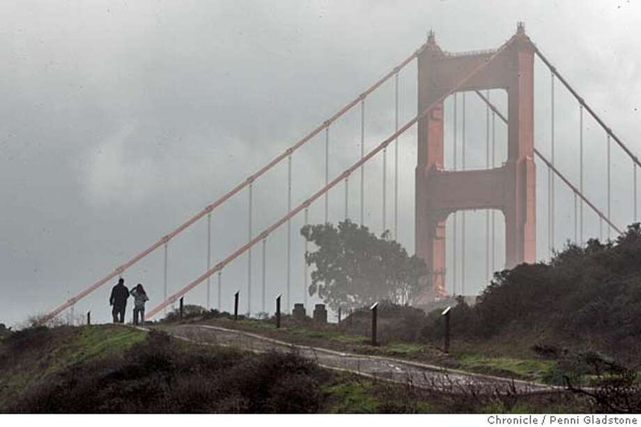 WEATHER12  People walk in the Marin Headlands as the clouds surround the GG Bridge sometimes covering it completely.  People enjoy the calm in weather and reach out to the fresh smell in the air. The day that is supposed to have the lowest tide. 11-11-04. chronicle photo by Penni Gladstone Metro#Metro#Chronicle#11/12/2004#ALL#5star##0422462630 Photo: Penni Gladstone