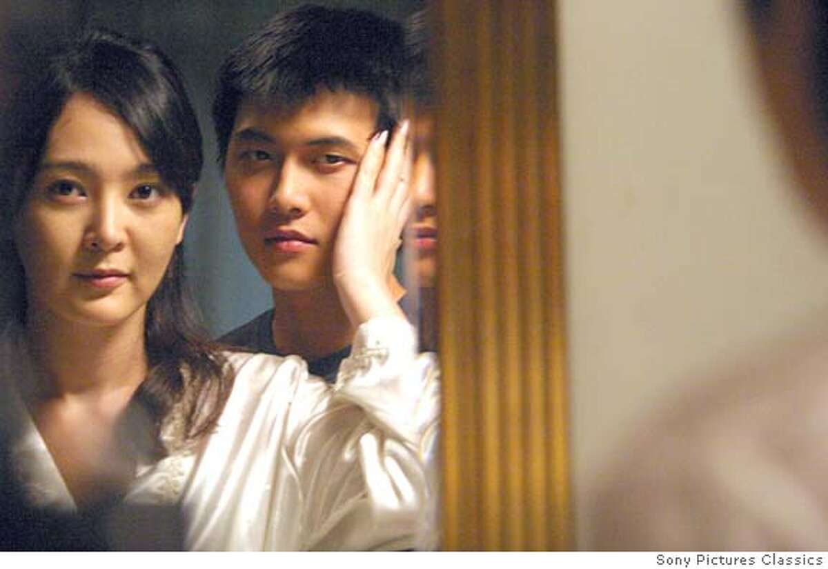 IRON06 Left: LEE Seung-yeon as Sun Hwa Right: JAE Hee as Tae-suk in 3-Iron. WOO Jong-il/Sony Pictures Classics