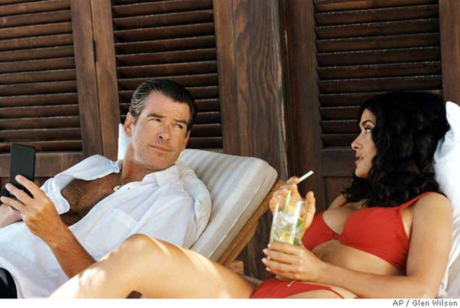 "(Left to right) Pierce Brosnan as ""Max"" and Salma Hayek as ""Lola"" enjoying life in the Bahamas in New Line Cinemas ""After the Sunset."" (AP Photo/Glen Wilson) Datebook#Datebook#Chronicle#11/12/2004##Advance##0422456667 Photo: GLEN WILSON"