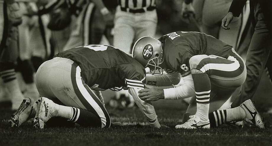 49ers21_2.JPG 01/20/91- Steve Young came running over from the bench to see if Montana is ok when Montana got hit in the 4th quarter.   Scott Sommerdorf/ Photo: Scott Sommerdorf