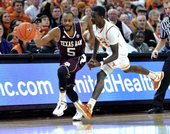 Texas A&M guard Dash Harris, left, steals the ball from Texas guard Myck Kabongo during the first half of an NCAA college basketball game Wednesday, Jan. 11, 2012, in Austin, Texas. Photo: AP