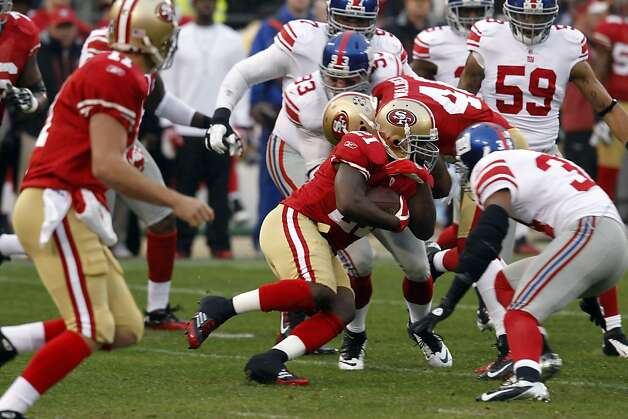 Frank Gore runs for a first down in the first quarter. The San Francisco 49ers played the New York Giants in the NFC Championship game at Candlestick Park in San Francisco, Calif., on Sunday, January 22, 2012. Photo: Brant Ward, The Chronicle