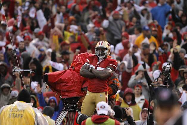 The 49ers' Vernon Davis poses in celebration after catching a pass from Alex Smith for the first touchdown of Sunday's game. The San Francisco 49ers played the New York Giants in the NFC Championship game at Candlestick Park in San Francisco, Calif., on Sunday, January 22, 2012. Photo: John Storey, Special To The Chronicle