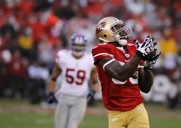 The 49ers' Vernon Davis catches a pass from Alex Smith for the first touchdown of Sunday's game. The San Francisco 49ers played the New York Giants in the NFC Championship game at Candlestick Park in San Francisco, Calif., on Sunday, January 22, 2012. Photo: John Storey, Special To The Chronicle