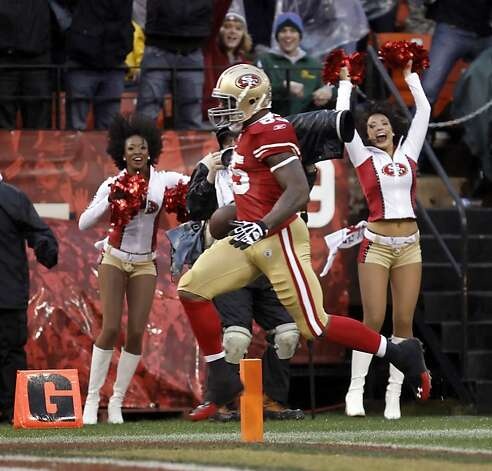 Vernon Davis runs in his touchdown in the first quarter. The San Francisco 49ers played the New York Giants in the NFC Championship game at Candlestick Park in San Francisco, Calif., on Sunday, January 22, 2012. Photo: Michael Macor, The Chronicle