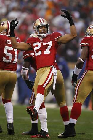 The 49ers' C.J. Spillman fires up the crowd after their touchdown in the 1st quarter. The San Francisco 49ers played the New York Giants in the NFC Championship game at Candlestick Park in San Francisco, Calif., on Sunday, January 22, 2012. Photo: Paul Chinn, The Chronicle
